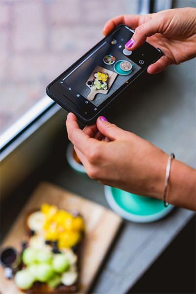 Foto al cibo con lo smartphone